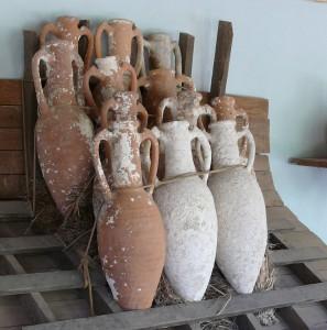 1024px-Amphorae_stacking